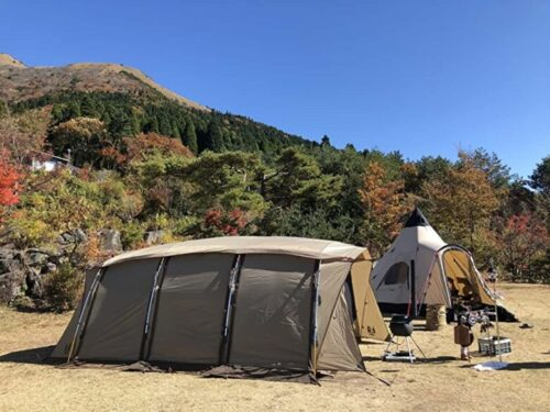 テント 紅葉と山