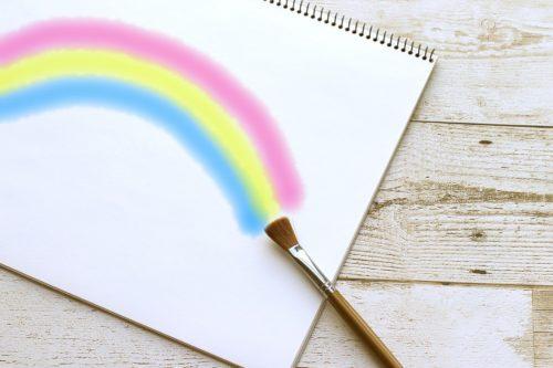 スケッチブックに描かれた虹