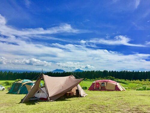 青空キャンプ。テントとタープ。