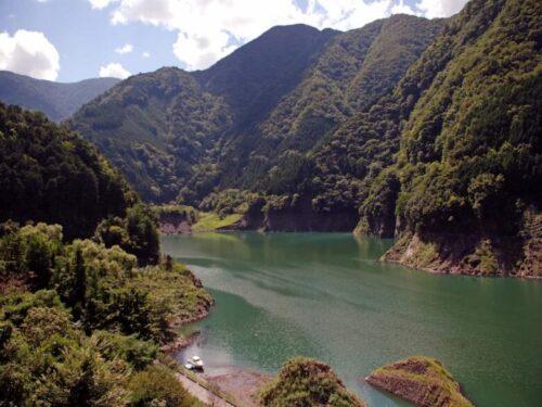 長島ダムの湖面