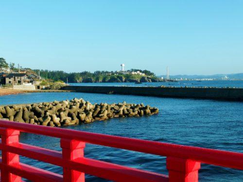福井県・雄島橋から見た東尋坊