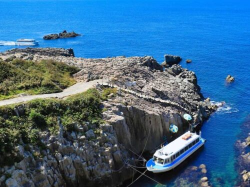 東尋坊と観光遊覧船