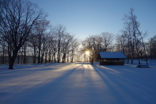 雪国の静かな日の出