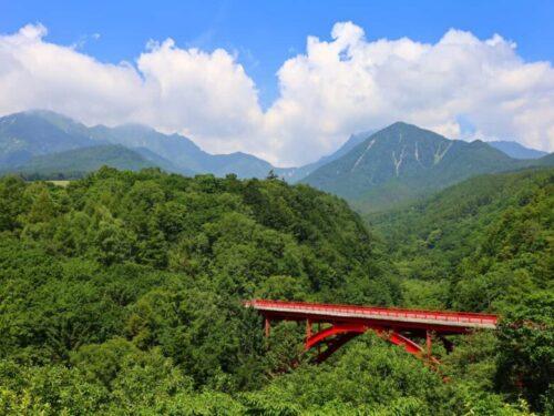 八ヶ岳高原ラインの東沢大橋