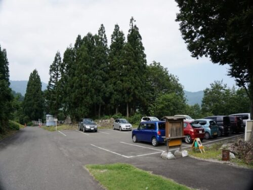 巻機山の登山口 桜坂駐車場