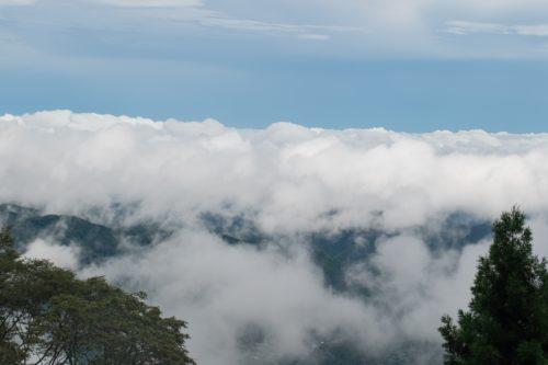御嶽神社参道からみた眼下にかかる雲海