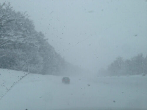 ホワイトアウト吹雪のドライブ
