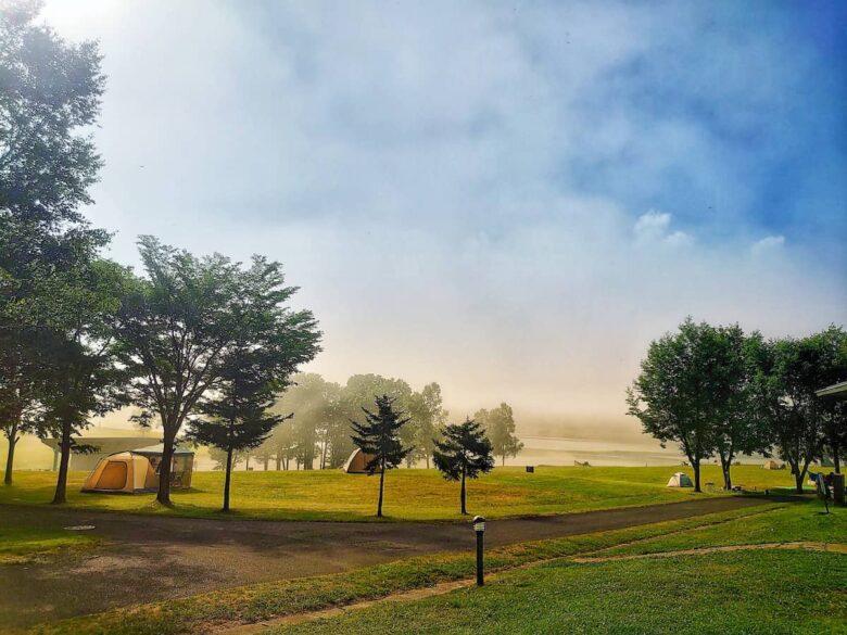かなやま湖朝霧のキャンプ場